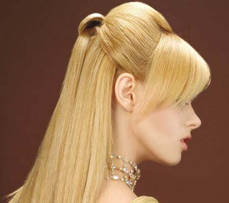 булчинска прическа - спусната руса коса с бретон