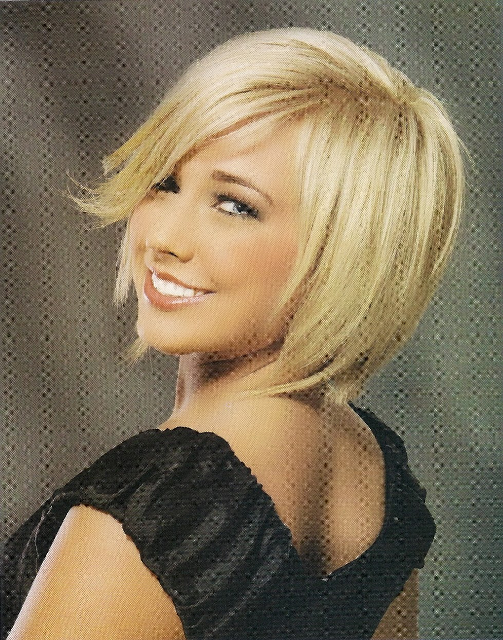 CHIN LENGTH HAIRSTYLES 2012: Short layered hairstyle