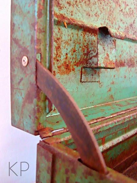 Venta de cajas metálicas vintage en valencia