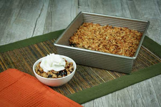 blueberry-crisp-and-pan