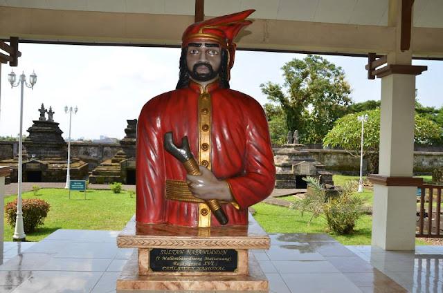 Wisata Sejarah Makam Sultan Hasanuddin Gowa
