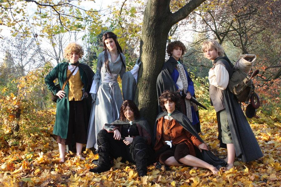 http://4.bp.blogspot.com/-6kMGdmwKCG0/UMqG5ABN3qI/AAAAAAAACfM/zHaLGuUzkeM/s1600/hobbits-lotr-cosplay-group-photo.jpg