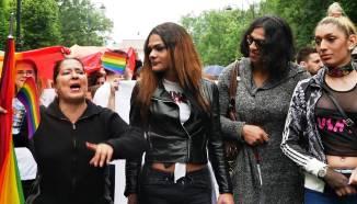 """""""Gay Pride"""" 2017 la Bucureşti: O ploaie homofobă strică planurile activiştilor anti-referendum"""