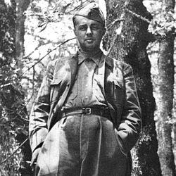 El socialismo en Albania y el retroceso capitalista - Enver Hoxha y la revolución albanesa (MUY INTERESANTE!) 250px-Hoxha_at_Odrican_1944