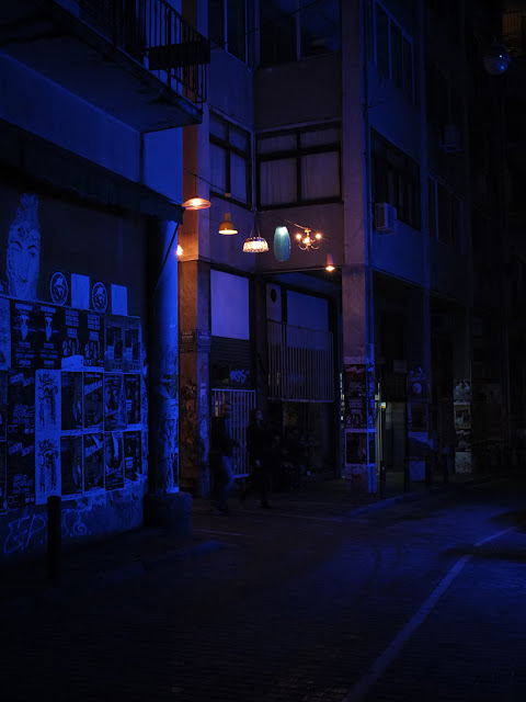 instalación con lamparas en atenas