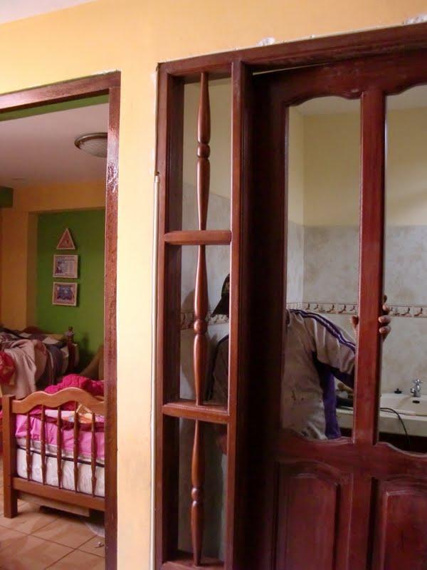 Decoraciones manualidades en madera como colocar puerta for Marco puerta madera