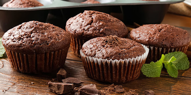 healthy desserts, holiday desserts, chocolate mint mini muffins, gluten free, Brenda Ajay, 21 Day Fix Recipes, Holiday desserts, healthy desserts, chocolate desserts