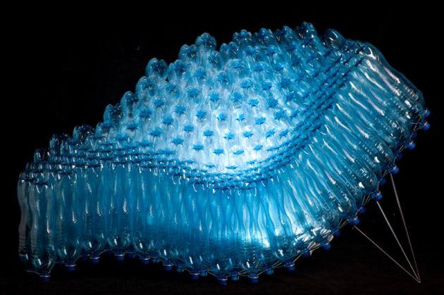 Sillón hecho reciclando botellas de pet