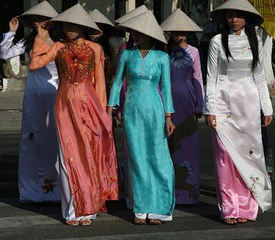 traditional dresses Models photos: Vietnamese Traditional Dress