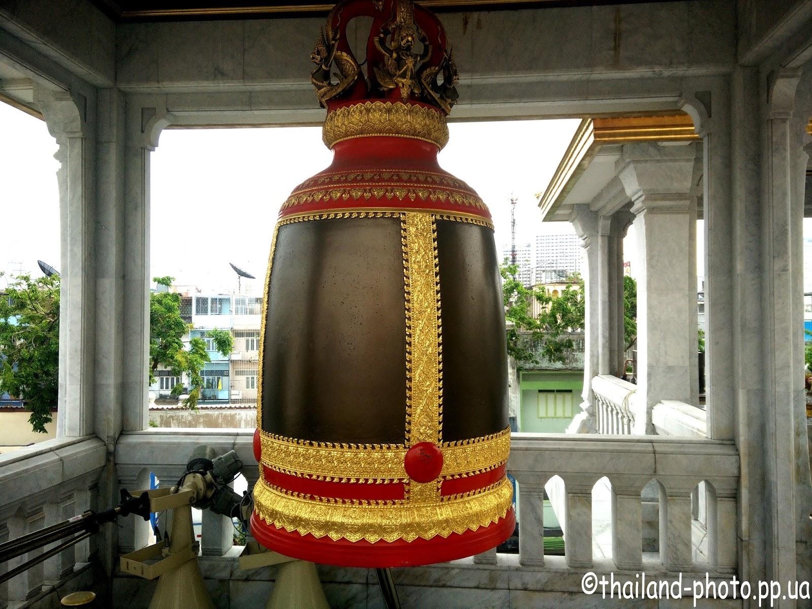 Колокол на вершине храма Золотого Будды (Ват Траймит)