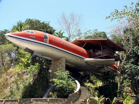 Plane Treehouse — Costa Rica