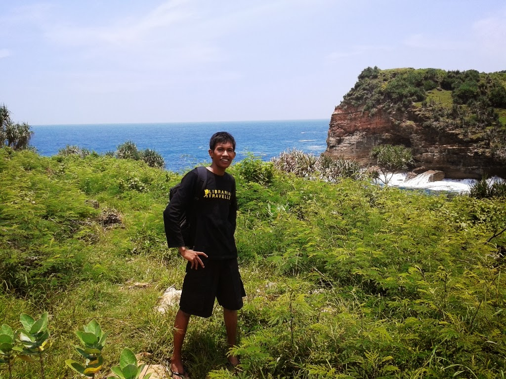 Berjalan kaki menuju pantai Timang