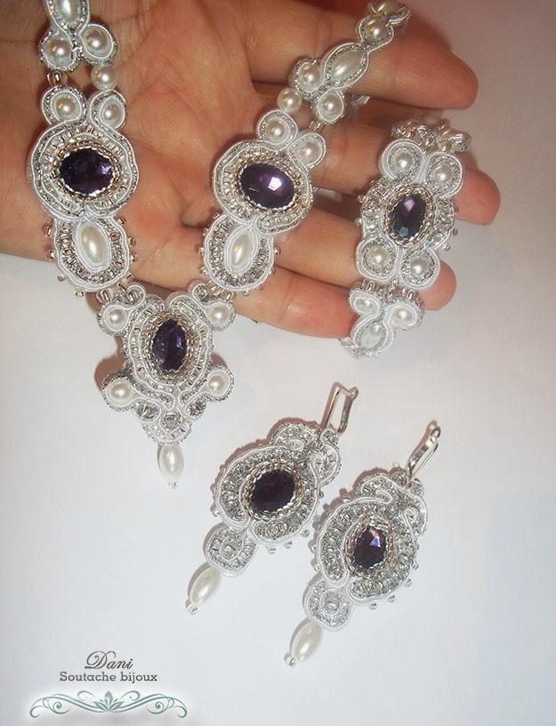 Conjunto em soutache branco e chatons lilás composto por brincos, colar e pulseira