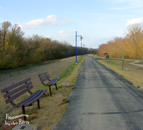 Bike path on island in Clinton Iowa
