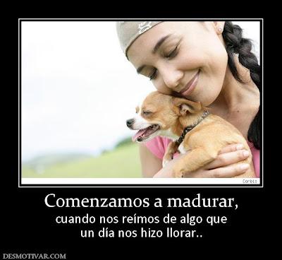 mujer abrazando perrito