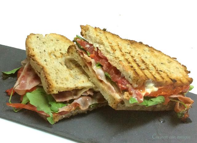 Sandwich bacon mostaza