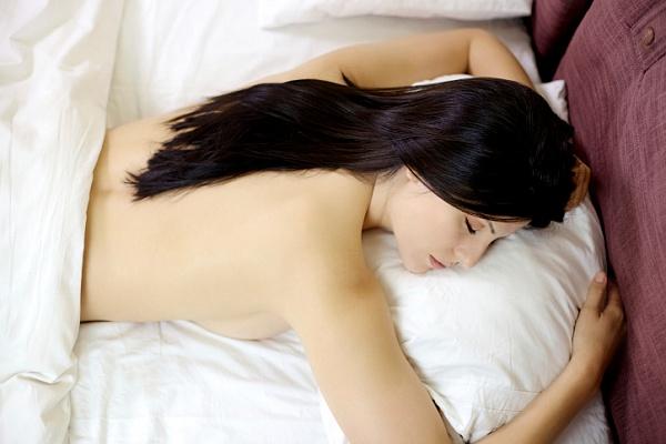 goliy-vo-sne