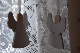 hängande vita änglar