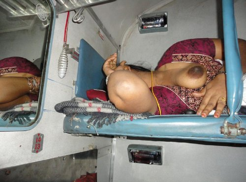 Sexy Aunty showing her tite boobs in train