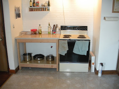 Countertop Next To Stove : Countertop next to stove. Seriously, you need a place to chop stuff.