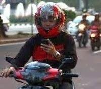 berkendara gunakan ponsel