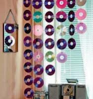 http://mundo-manualidades.com/como-hacer-un-colgante-de-cds.html