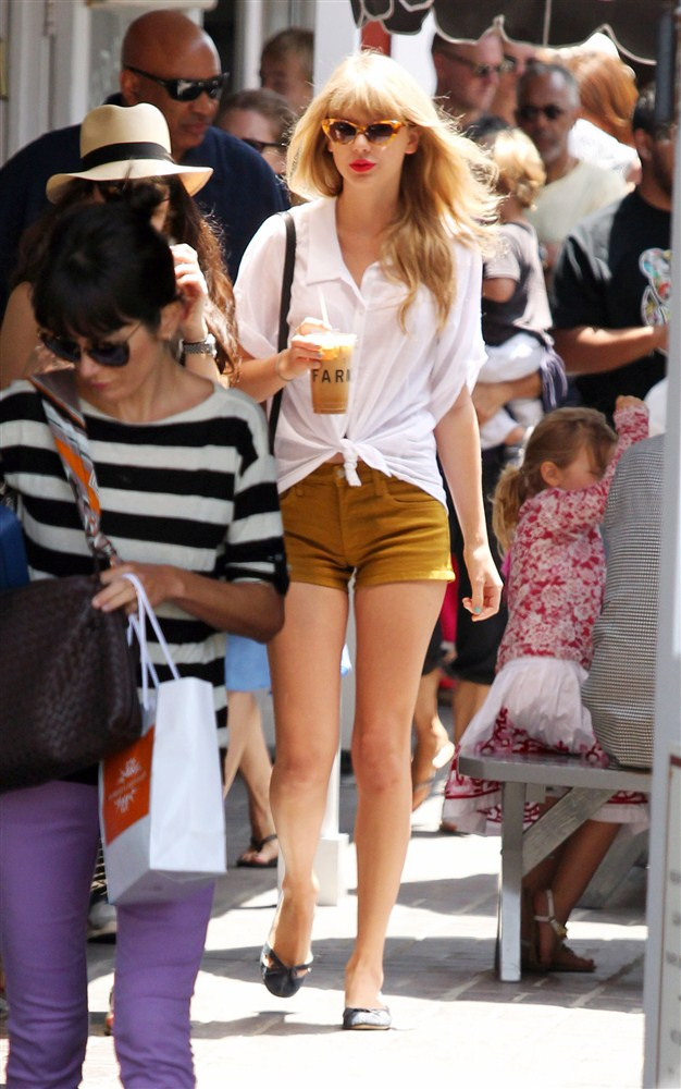 Taylor Swift Short Shorts Camel Toe HD Hot Pics 2012