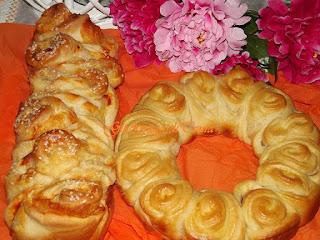pan di rose con spek e formaggio