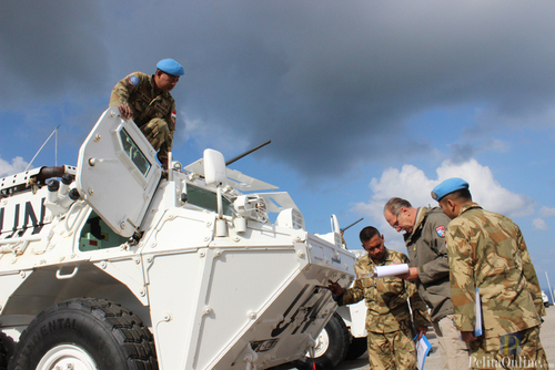 Tim COE UNIFIL memeriksa Panser Anoa