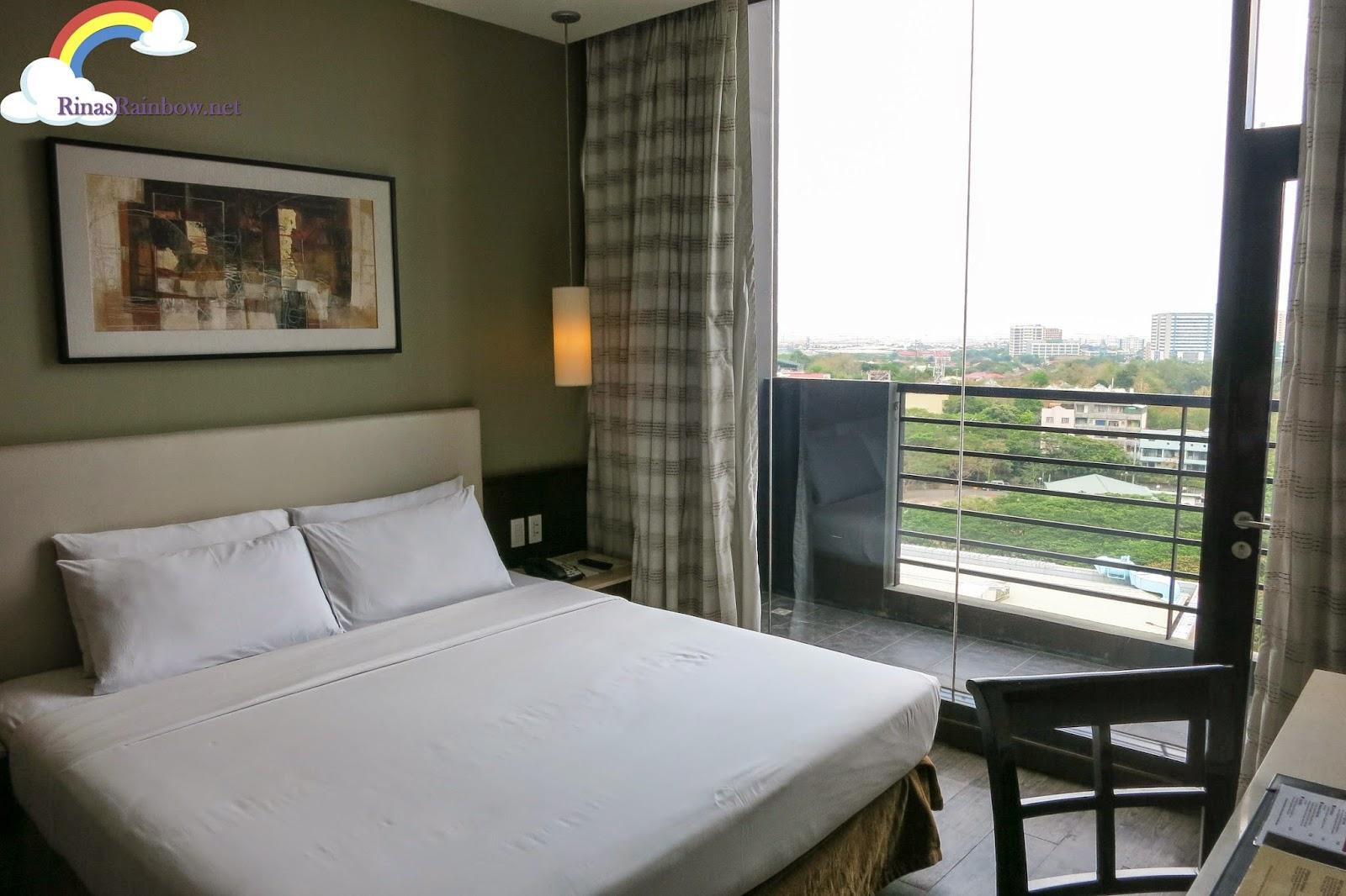 B hotel penthouse suite