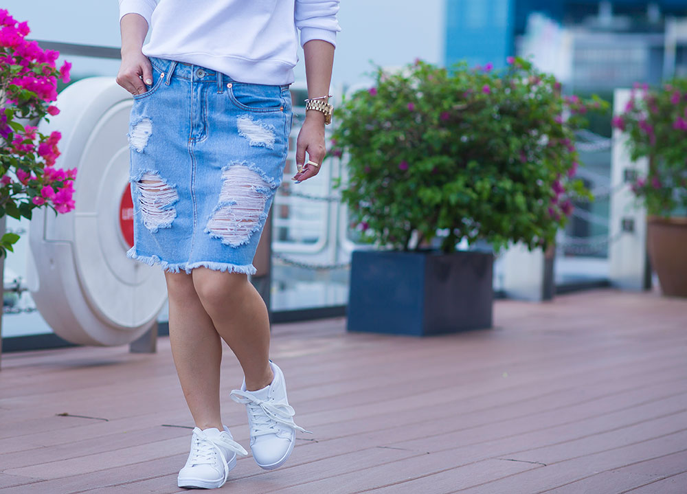 Crystal Phuong- Herworldplus Social Media Awards- Forever21 white sneakers and denim skirt