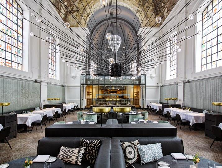 Una iglesia transformada en restaurante en Amberes