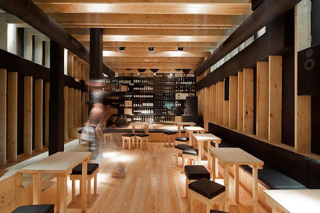 Bar la boheme dise o interior en madera espacios en madera for Disenos de bar de madera