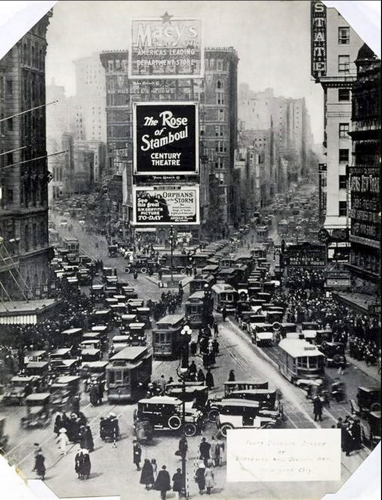 36 Amazing Historical Pictures. #9 Is Unbelievable - Times Square, NYC 1922.