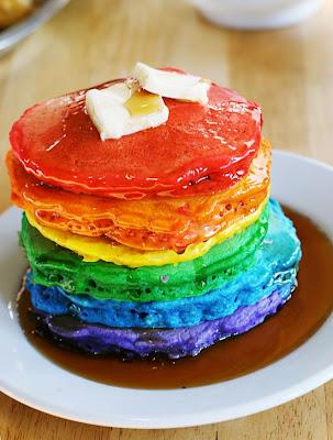 Tortitas con los colores del arcoiris