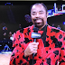 What the heck is Walt Frazier wearing? (Photo)