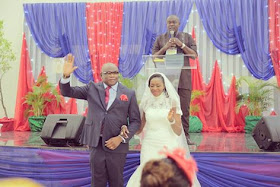 Photos: 52-year-old woman gets married for the first time to a 56-year-old-man