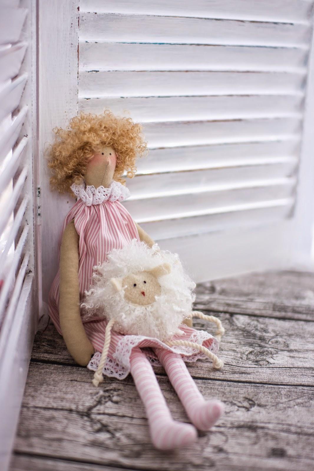 Кудрявая кукла, как сделать кукле волосы, полосатое платье, как сшить куртку, овечка