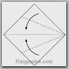 Bước 2: Gấp hai cạnh tờ giấy vào trong.