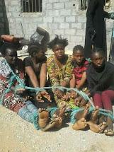 Γυναίκες δέσμιες για τα σκλαβοπάζαρα