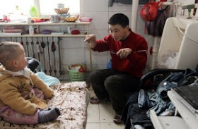 Astaga!! Sudah 6 Tahun Keluarga Ini Tinggal Di Toilet [ www.BlogApaAja.com ]