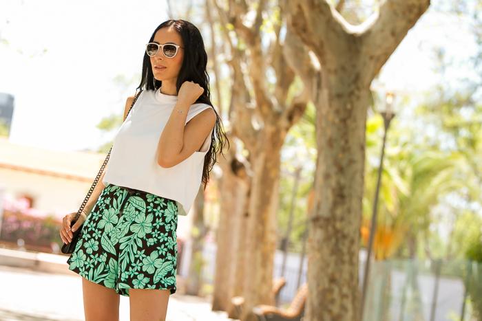 Look de verano con gafas de sol Ray Ban Erika