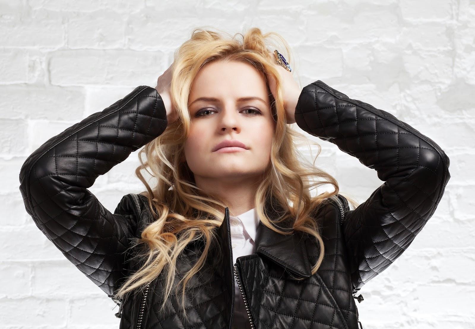 fashion studio photo, съемка в студии,лук с курткой