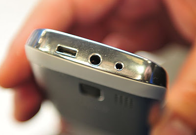 http://4.bp.blogspot.com/-6rfkak-Rbj4/T03KLilE_yI/AAAAAAAAGag/FY9EkNmlZ5I/s1600/5-MWC-2012-Nokia-Asha-302-and-203-Hands-On.jpg