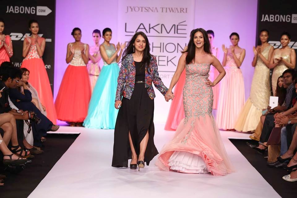 Hot Sunny Leone Sets The Lakme fashion week ramp on fire for Jyotsna Tiwari