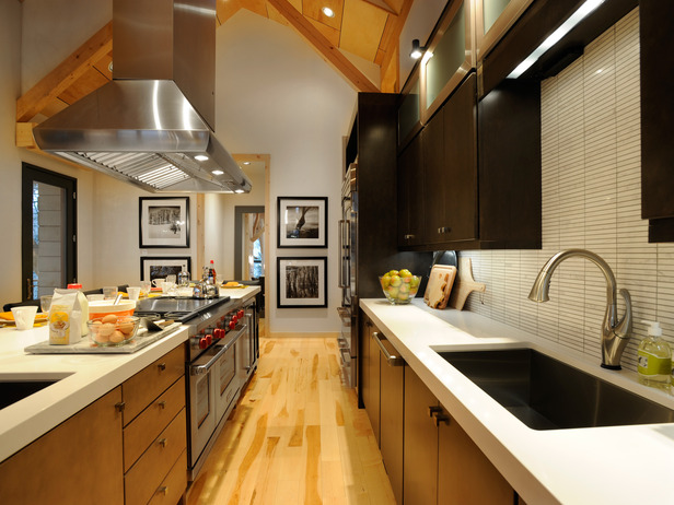 A Large Central Island Is The Ideal Space For Cooking While Entertaining Guests In This photo - 6