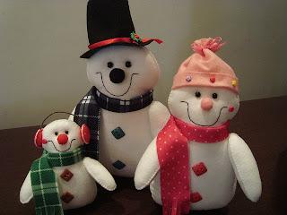 Bonecos de neve feitos em feltro