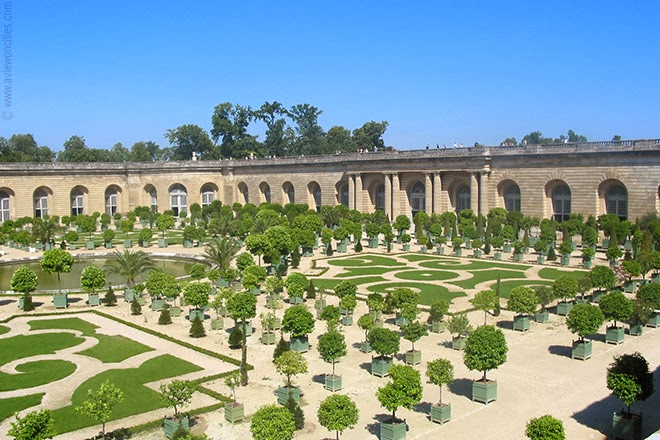 Formal-garden-Versailles-Palace