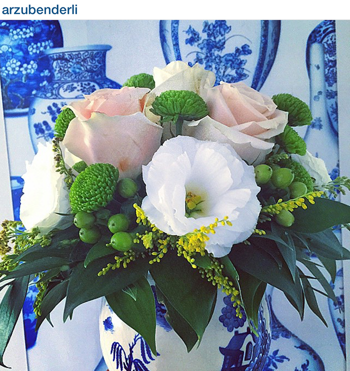 Using blue and white Chinese pottery to display florals is always beautiful.