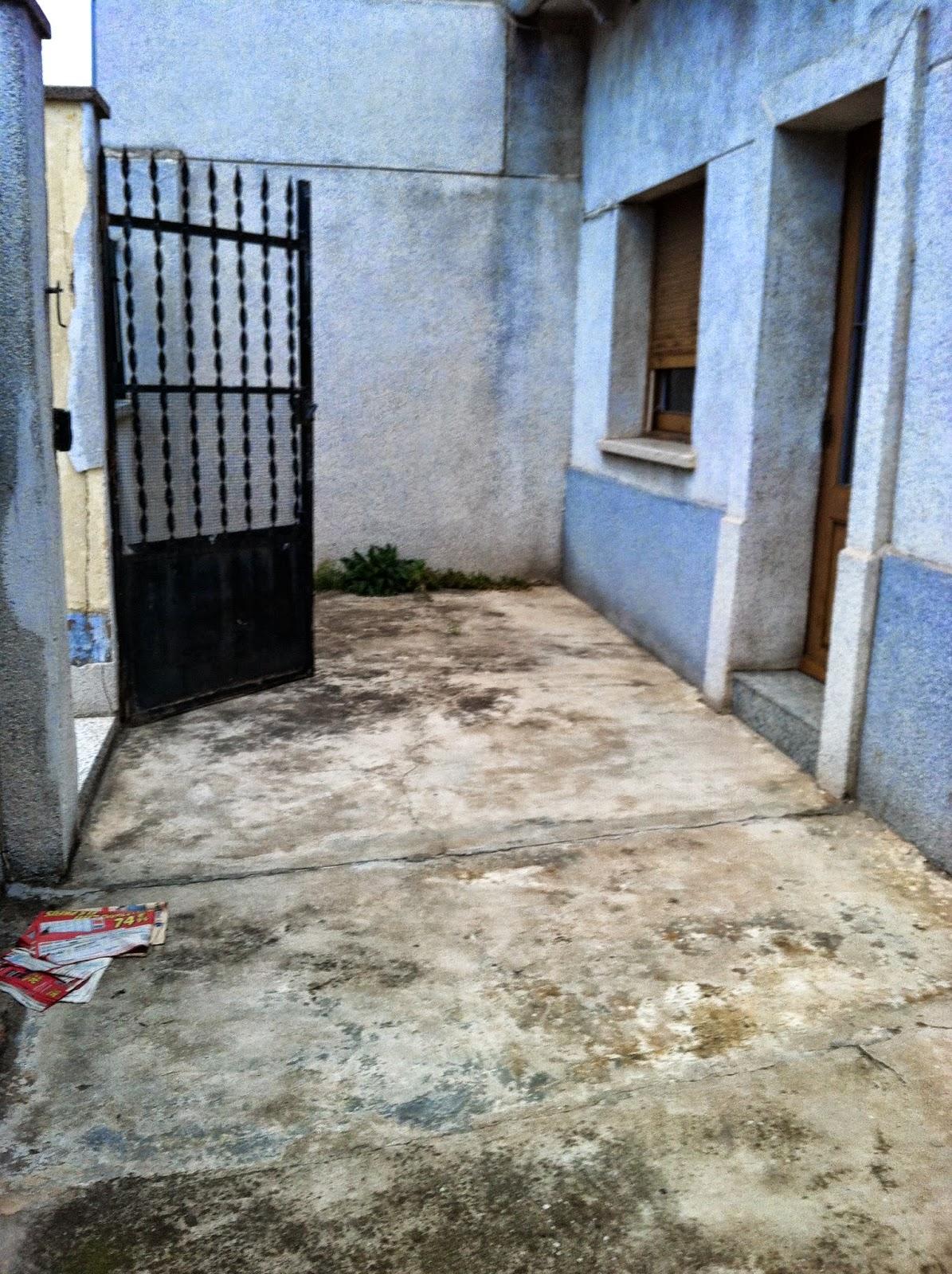 Estado del patio delantero de ESPAI FONTANELLA